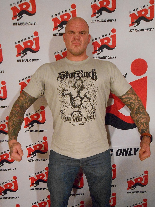 NRJ radio DJ Renne Korppila moldels the new StarBuck shirt