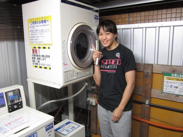 Former WNC Women's Champion Syuri washes some midnight laundry in Osaka.