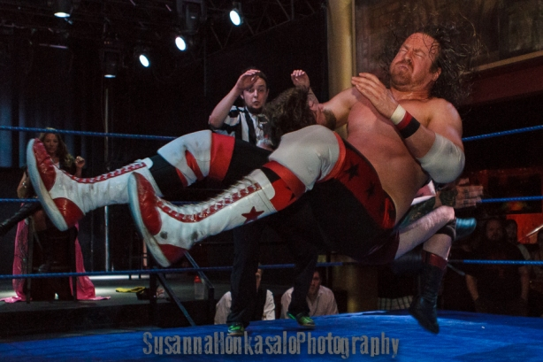 Fall-away clothesline lays out Mejsel