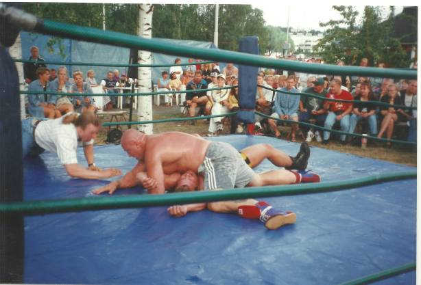 Tony Halme vs. Boogie Mustonen in Joensuu 1997, with me officiating