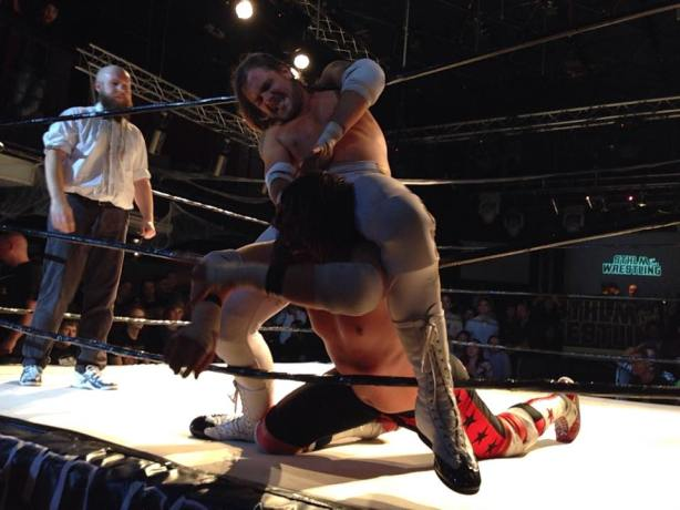 Malmsteen chokes me on the ropes (photo: Noomie Hector)